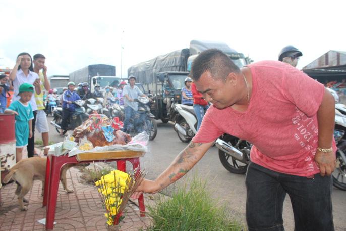 Tài xế mang lợn quay ra cúng, BOT Biên Hòa lại phải xả trạm 1