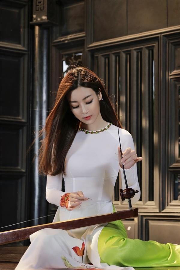"""Đỗ Mỹ Linh mang tiếng đàn bầu """"chinh chiến"""" Miss world 2017 1"""