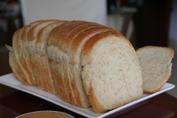 Mẹo tẩy trắng răng, trị hôi miệng bằng đường, muối và bánh mì 2