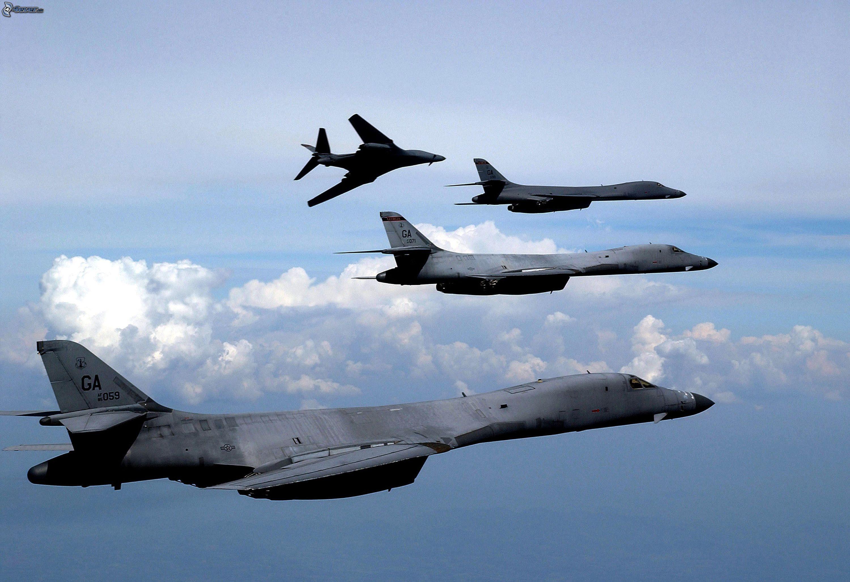 Máy bay ném bom Mỹ lần đầu tiến sát nhất không phận Triều Tiên 1