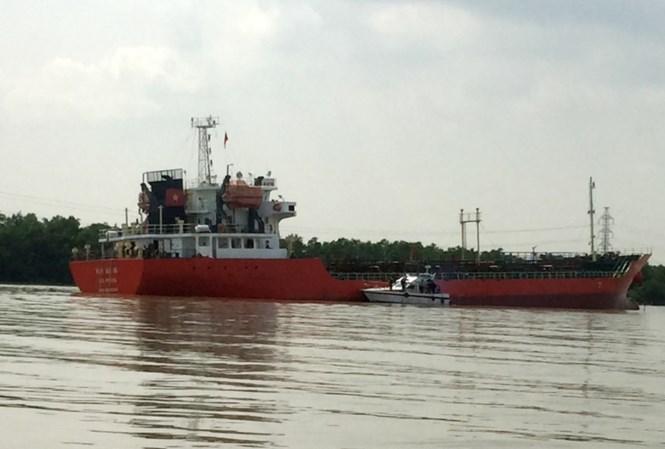 Tàu chở gần 4.000m3 xăng phát nổ, ba thuyền viên nhập viện 1