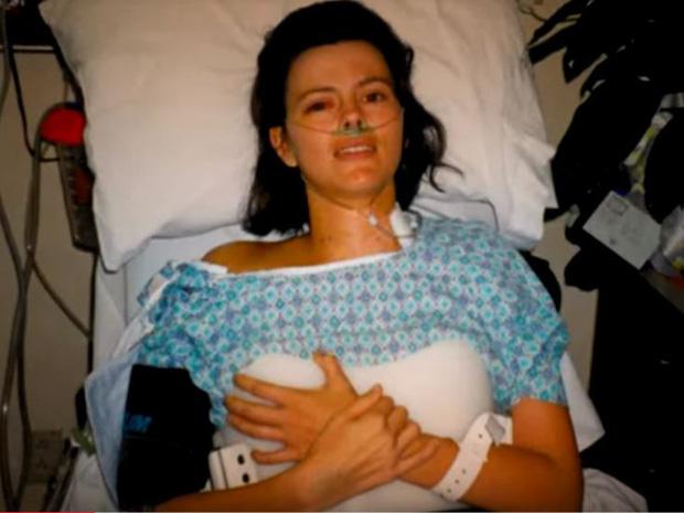 Người mẹ lấy thân mình ngáng chiếc xe hơi đang lao xuống vực để cứu 3 đứa con 2