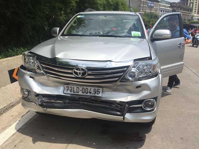 Tai nạn liên hoàn giữa 5 ô tô trong hầm vượt sông Sài Gòn, giao thông tê liệt 2