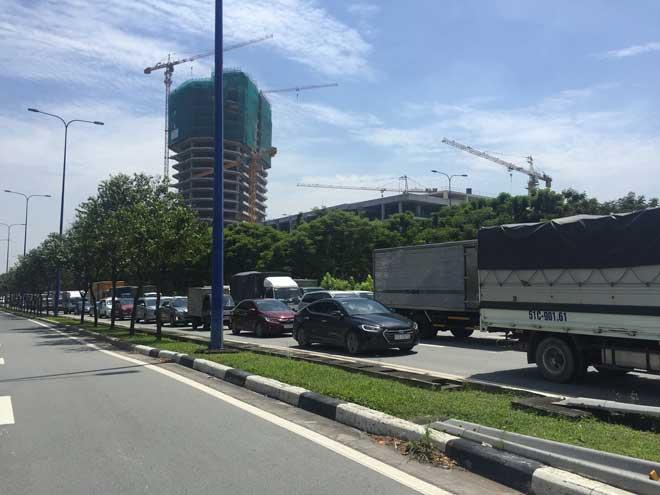 Tai nạn liên hoàn giữa 5 ô tô trong hầm vượt sông Sài Gòn, giao thông tê liệt 4