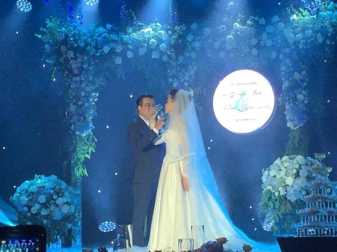 Hình ảnh Quang Minh rạng rỡ trong đám cưới với vợ kém 10 tuổi 3