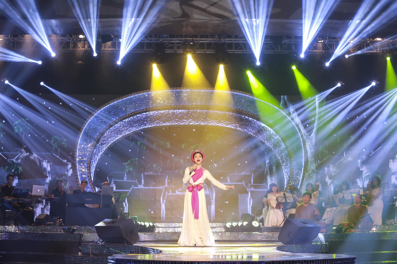 Phạm Phương Thảo hát tặng sinh nhật sớm cố nhạc sĩ An Thuyên trong đêm gala 20 năm Sao Mai 3