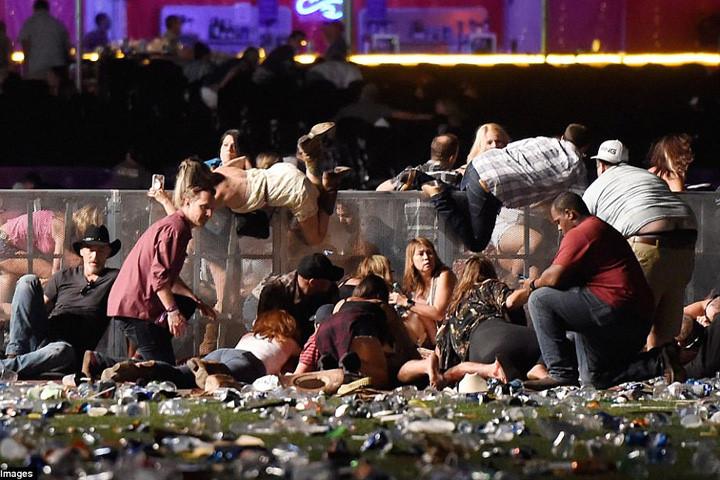 Bức hình ám ảnh vụ xả súng Las Vegas: Người chồng hy sinh thân mình che cho vợ khỏi cơn mưa đạn 1