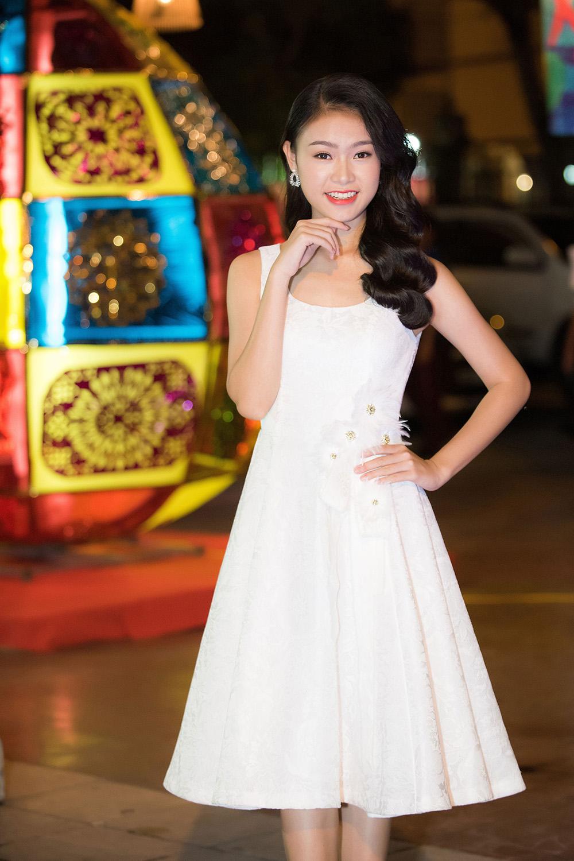 Người đẹp học giỏi nhất Hoa hậu Việt Nam hóa chị Hằng đêm Trung Thu 3