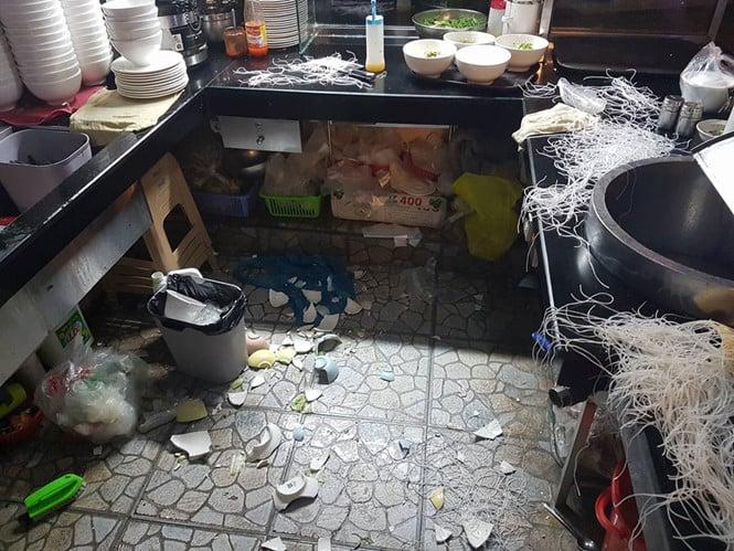 5 côn đồ đập phá quán ăn, đánh nữ chủ quán trọng thương 1
