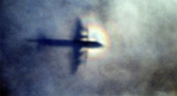 Hé lộ bí ẩn về phi công máy bay MH370 1