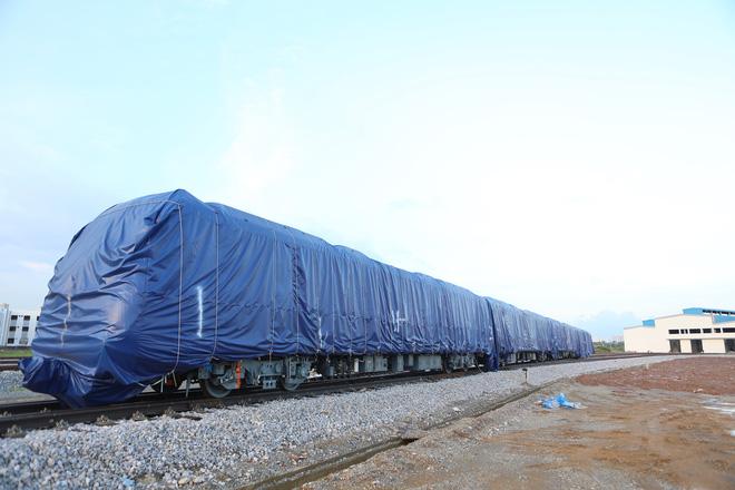 Cận cảnh hàng chục toa tàu được lắp đặt ở đường sắt Hà Đông - Cát Linh 1