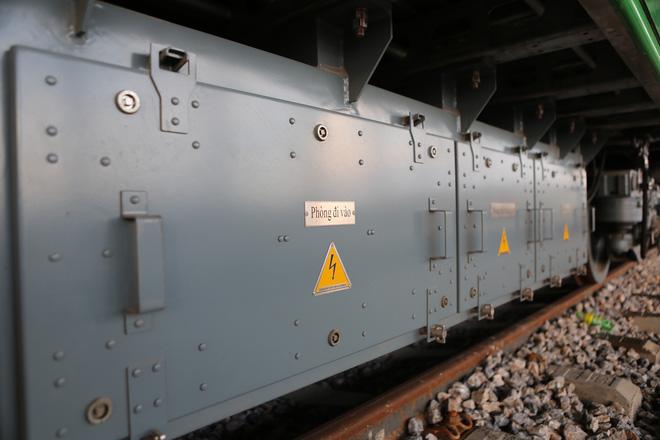 Cận cảnh hàng chục toa tàu được lắp đặt ở đường sắt Hà Đông - Cát Linh 10