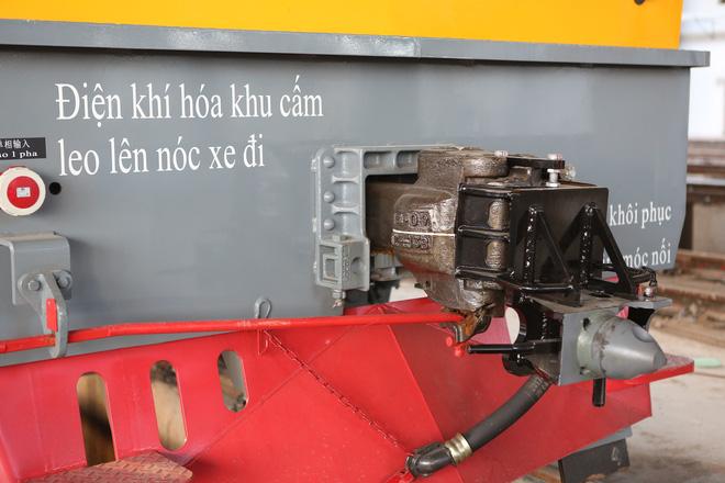 Cận cảnh hàng chục toa tàu được lắp đặt ở đường sắt Hà Đông - Cát Linh 7