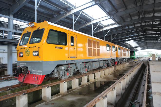 Cận cảnh hàng chục toa tàu được lắp đặt ở đường sắt Hà Đông - Cát Linh 9