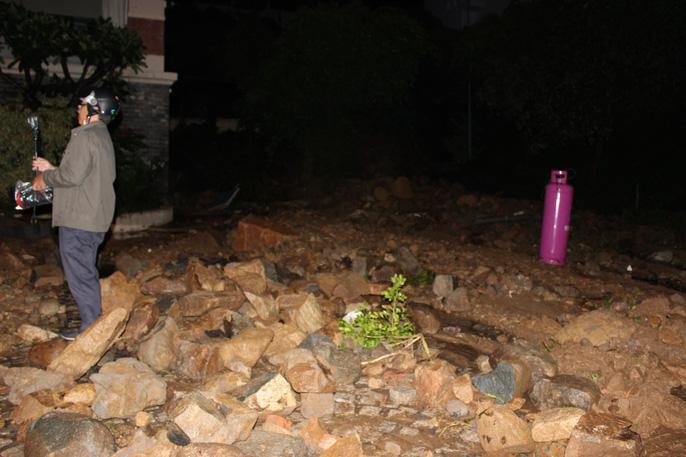 Đất đá sạt lở bất ngờ đổ ập xuống khách sạn ở Vũng Tàu 2