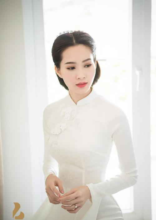 So kè những chiếc nhẫn cưới có trị giá khủng của cặp đôi sao Việt 2