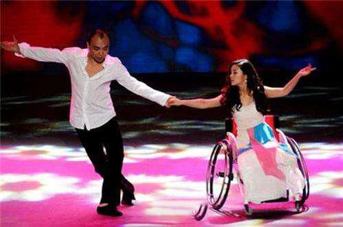 Cuộc đời đầy bão giông của vũ công xinh đẹp: Mất con, bị cưa chân, còn bị chồng bỏ rơi 5