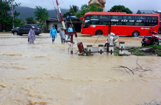 Hình ảnh ngập lụt tại các tỉnh miền Trung 8