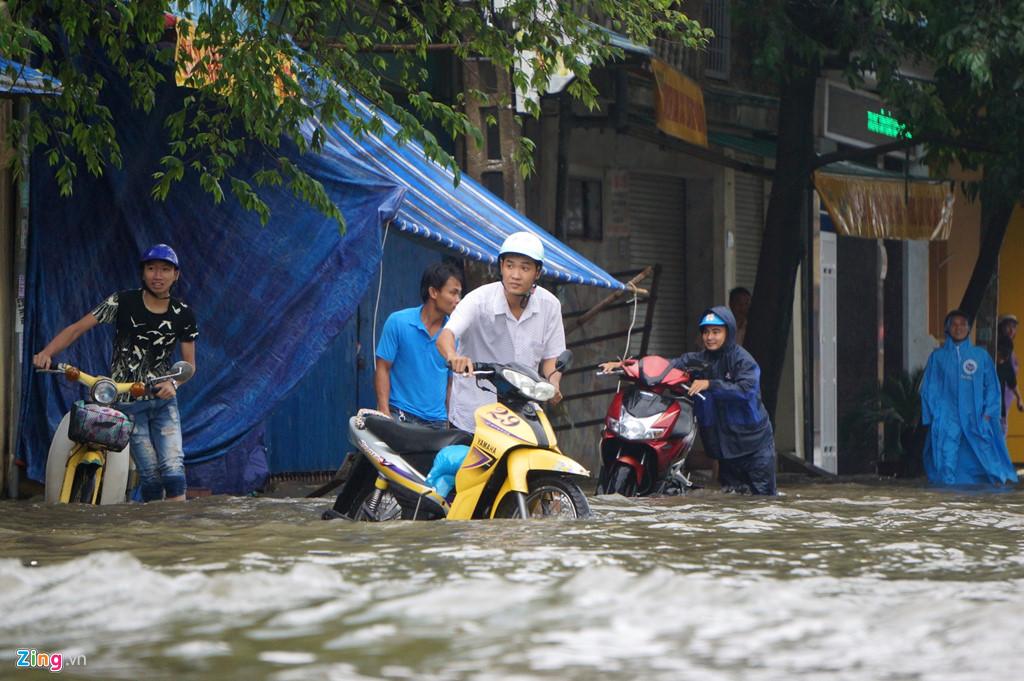 Hình ảnh ngập lụt tại các tỉnh miền Trung 3