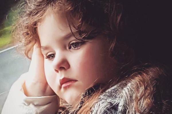 Hình ảnh Mắc bệnh lạ, cô bé người Australia bị dậy thì sớm số 1