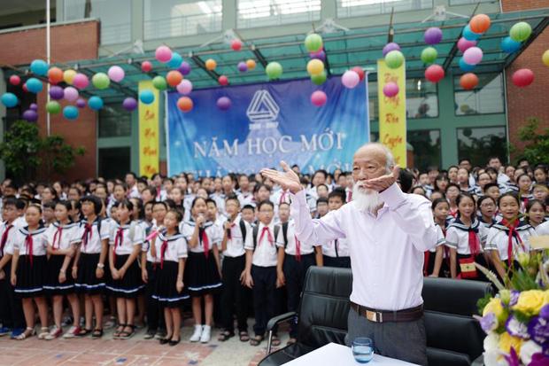 Khoảnh khắc bình dị của thầy Văn Như Cương qua những bức ảnh của cô giáo Văn Thùy Dương 3