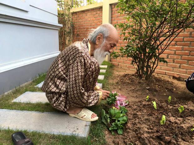 Khoảnh khắc bình dị của thầy Văn Như Cương qua những bức ảnh của cô giáo Văn Thùy Dương 7