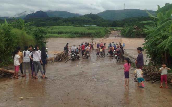 Hòa Bình: 3 người chết, nhiều người mất tích, một làng có nguy cơ xóa sổ do mưa lũ 1