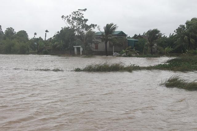 Vỡ đê ở Thanh Hóa khiến hơn trăm hộ dân chìm trong nước lũ 1