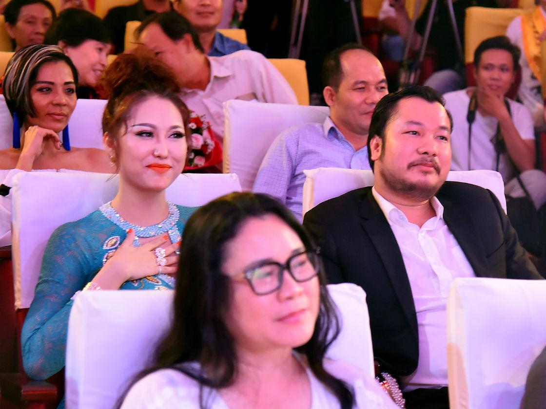 Hình ảnh Phi Thanh Vân công khai bạn trai doanh nhân, dự định kết hôn cuối năm 2017 số 4