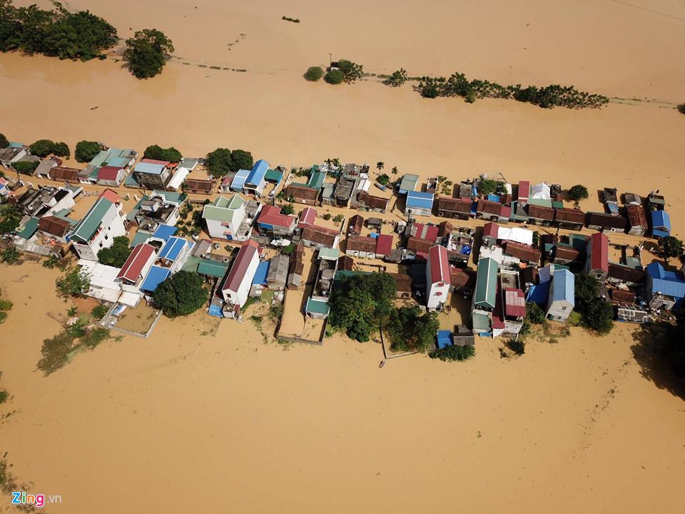 Hà Nội: Cả ngôi làng biến thành sông khi nước lũ tràn qua đê 1