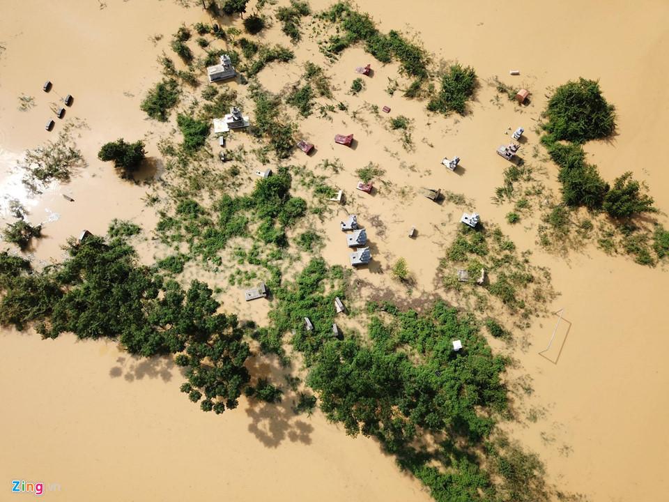 Hà Nội: Cả ngôi làng biến thành sông khi nước lũ tràn qua đê 3