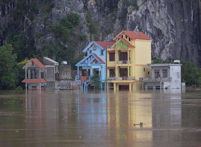 Hình ảnh Ninh Bình nhiều nơi nước ngập quá 2m, nhấn chìm nhiều ngôi nhà số 2