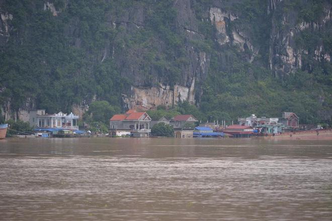 Hình ảnh Ninh Bình nhiều nơi nước ngập quá 2m, nhấn chìm nhiều ngôi nhà số 3