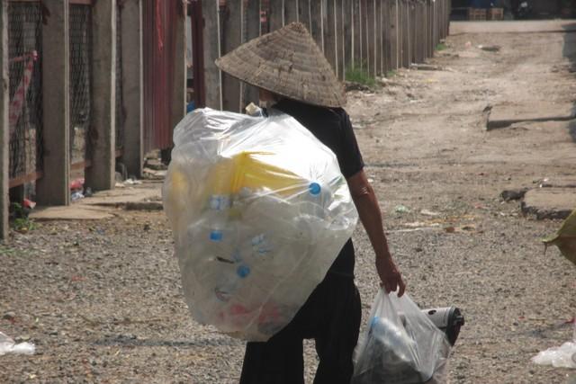 Hình ảnh Nhặt được túi tiền, chưa kịp vui vì làm một việc tốt, bà cụ nghèo đã khổ sở vì bị đổ oan số 1