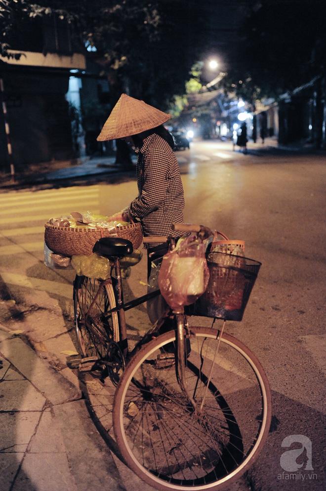 Theo chân những phụ nữ Việt vất vả mưu sinh trong đêm và nụ cười bừng sáng ngày lễ dành cho chính họ 5