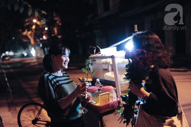 Theo chân những phụ nữ Việt vất vả mưu sinh trong đêm và nụ cười bừng sáng ngày lễ dành cho chính họ 4