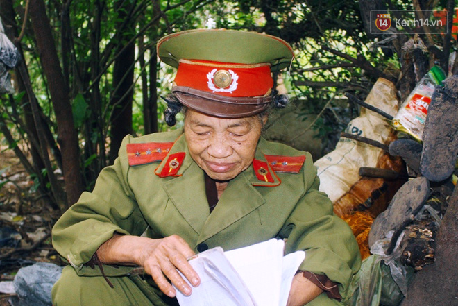 Chuyện bà cựu Trung tá Công an sống một mình trong bãi tha ma suốt 14 năm để chăm mộ bố mẹ 5