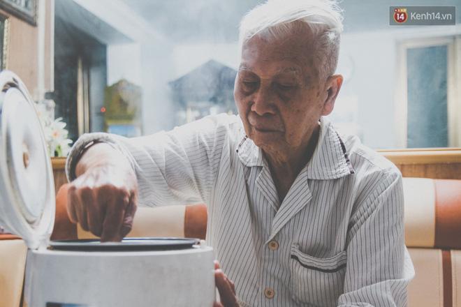 Tình yêu hơn 70 năm của cặp vợ chồng già Hà Nội từng gây sốt với bộ ảnh