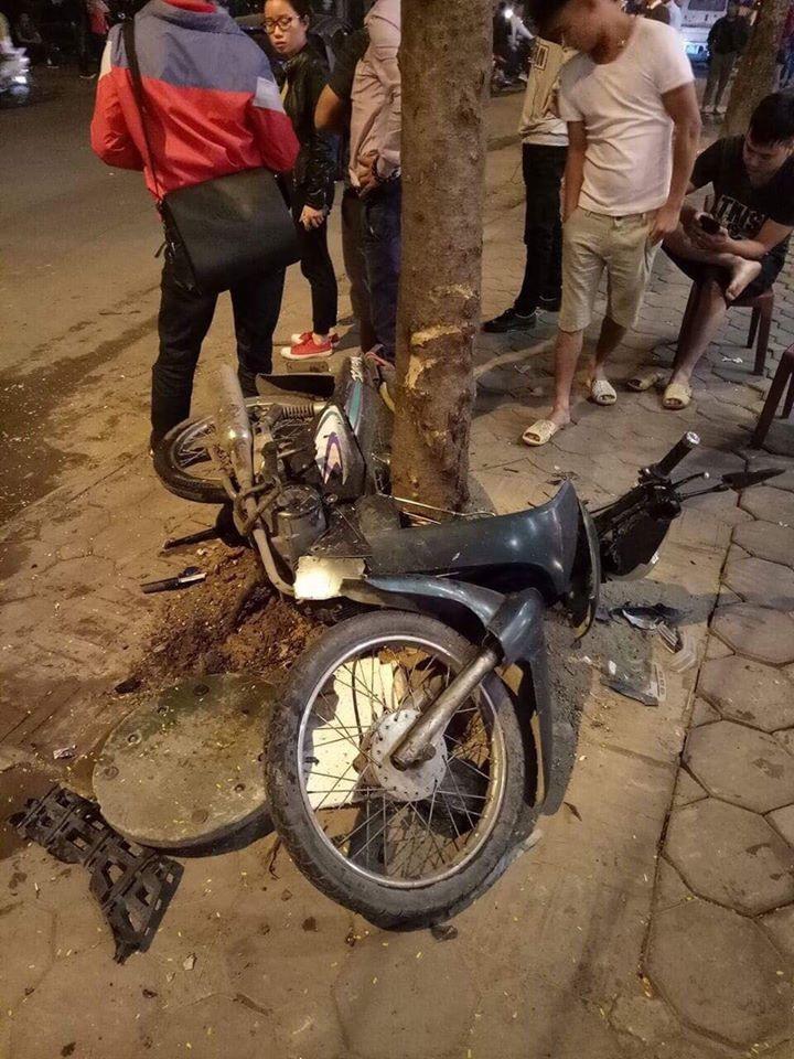 Tài xế ô tô say rượu, đâm hàng loạt xe đỗ trên vỉa hè khiến 1 người nhập viện 2
