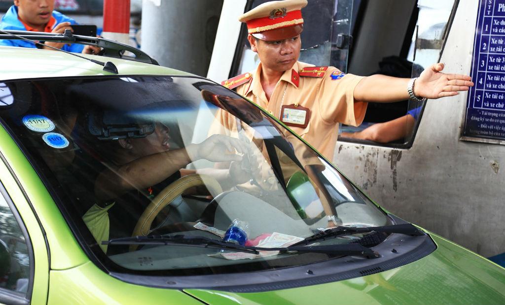 Vụ tiền lẻ BOT Biên Hòa: Sáng nay, 20 tài xế lên làm việc với CSGT 1