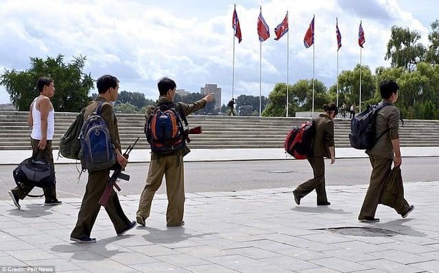 Lộ ảnh hiếm về quân đội Triều Tiên khiến nhiều người bất ngờ 17
