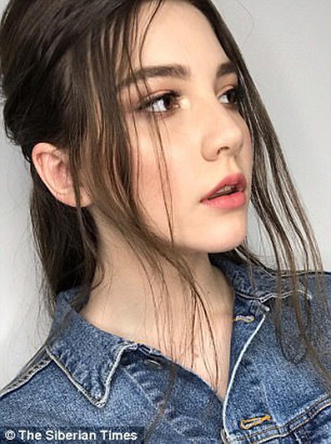 Người mẫu Nga xinh đẹp qua đời ở tuổi 14 vì làm việc quá sức sau show diễn kéo dài 13 tiếng 4