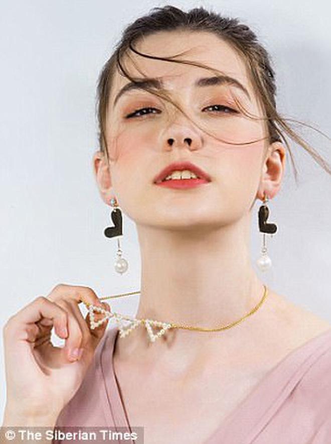 Người mẫu Nga xinh đẹp qua đời ở tuổi 14 vì làm việc quá sức sau show diễn kéo dài 13 tiếng 3