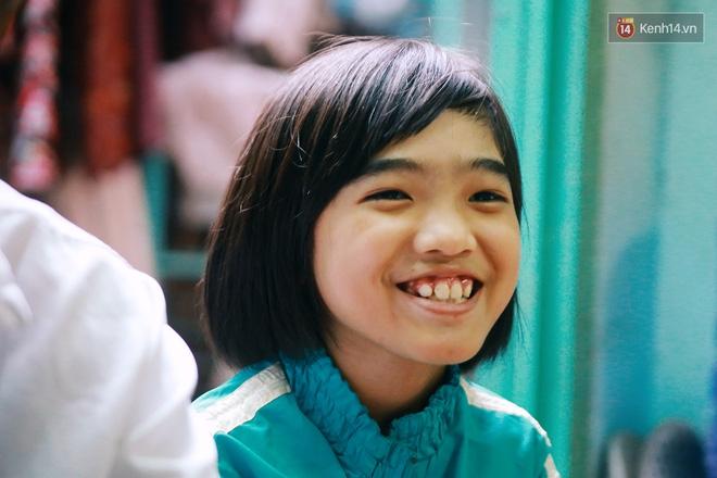 Chuyện Tám mù hát rong - Người cha lang thang Sài Gòn bán tiếng ca kiếm tiền chữa trị đôi mắt cho con gái - Ảnh 15.
