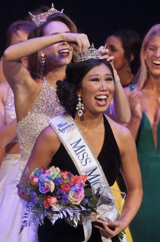 Cận cảnh nhan sắc 5 Hoa hậu bị ném đá dữ dội nhất ở thế giới và Việt Nam 1