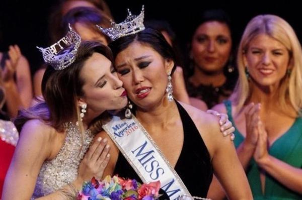 Cận cảnh nhan sắc 5 Hoa hậu bị ném đá dữ dội nhất ở thế giới và Việt Nam 2