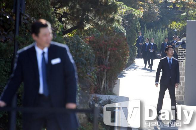 Song Hye Kyo xuất hiện giản dị tại khách sạn 10