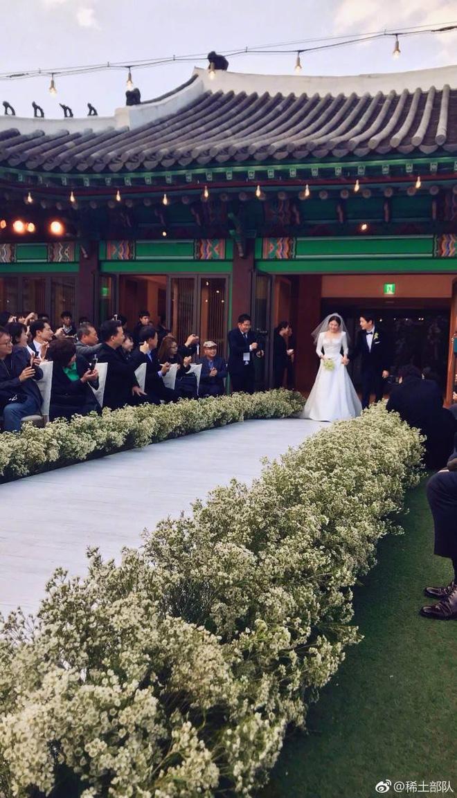 Những khoảnh khắc ngọt ngào và xúc động trong đám cưới Song Joong Ki - Song Hye Kyo 2