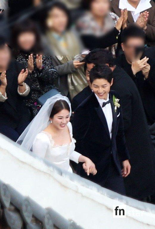 2 bố con Song Joong Ki đều xúc động rơi nước mắt trong lễ cưới 4