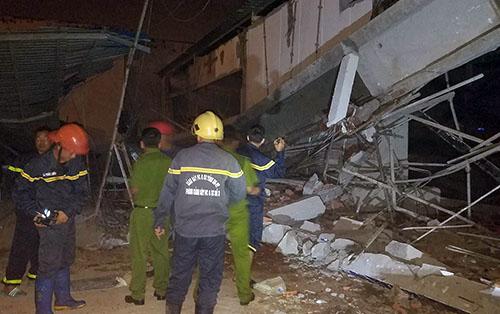 Bất ngờ sập công trình siêu thị khiến 4 người bị thương 2